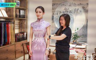 《幸福三重奏2》张国立求生欲爆棚 吉娜旗袍造型展现蚂蚁腰