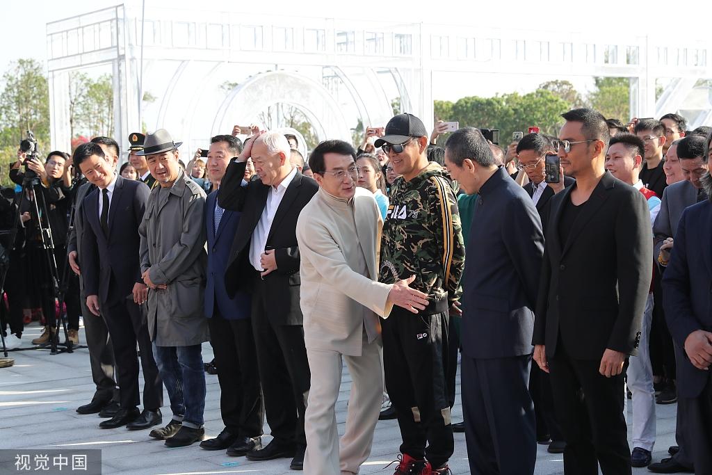 金鸡雕塑揭幕!成龙张艺谋陈道明吴京张涵予助阵