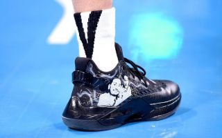 林书豪穿高以翔图案球鞋背后:生命有终点,但热爱永不熄