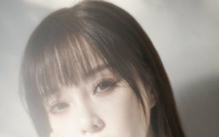 李小璐离婚专心网店卖货,当模特凹少女人设,与贾乃亮截然不同