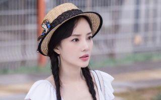 李小璐官宣离婚后绿洲首更动态 晒银杏享冬日美景