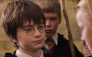 哈利与马尔福的第一次宿命对决 魁地奇天赋被教授发现!