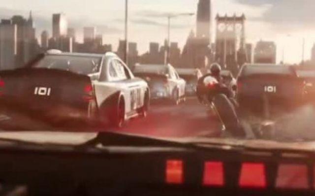 头号玩家:这段飙车戏实在太刺激了!可惜还是跑不过金刚