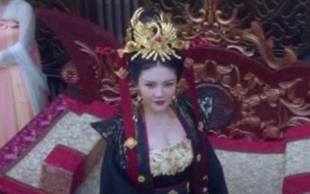 狄仁杰之深海龙宫:她穿上龙袍的那一刻,真是太美了