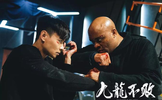 《九龙不败》曝张晋写真大片 精致纹身荷尔蒙爆棚