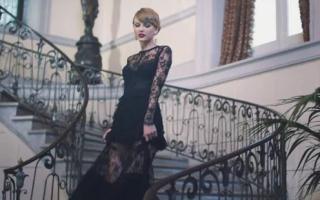 她以9960万美元被评为18年全球收入最高歌手