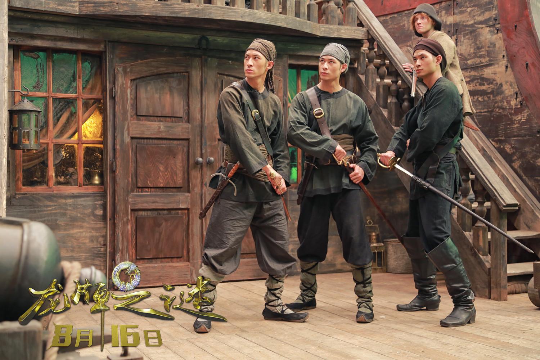 《龙牌之谜》发布中西戏骨剧照 三兄弟齐力战施瓦辛格