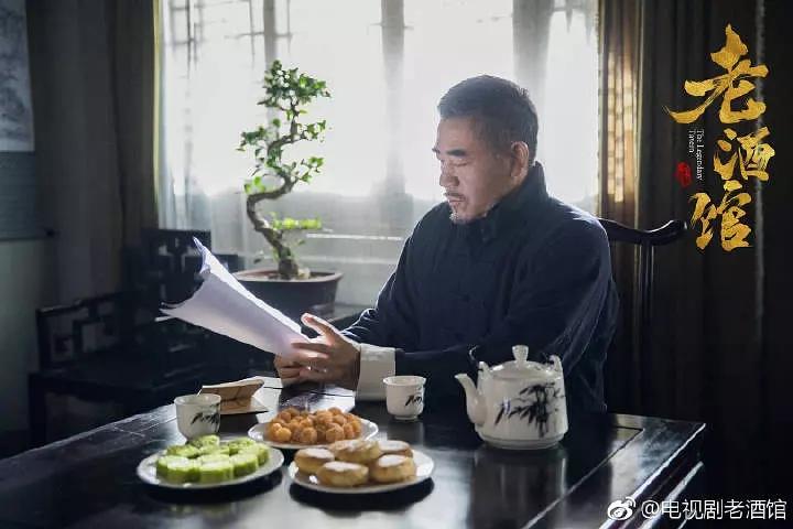 收视第一《老酒馆》刚正不阿陈怀海
