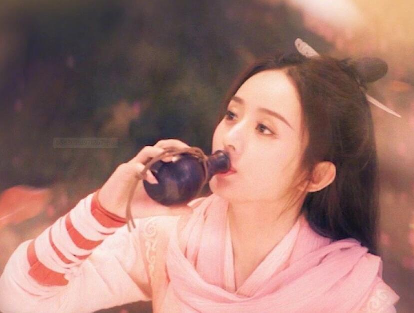《有翡》路透照:王一博扮相帅气,赵丽颖美丽依旧