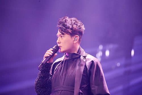 """张信哲上海演唱会,与你继续""""未来之旅"""""""
