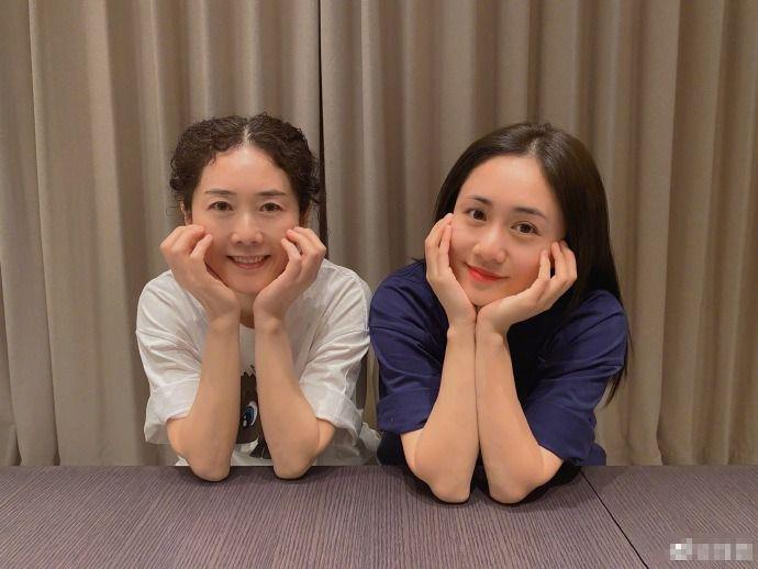 刘芸和妈妈自拍宛如姐妹,感慨:我又输了