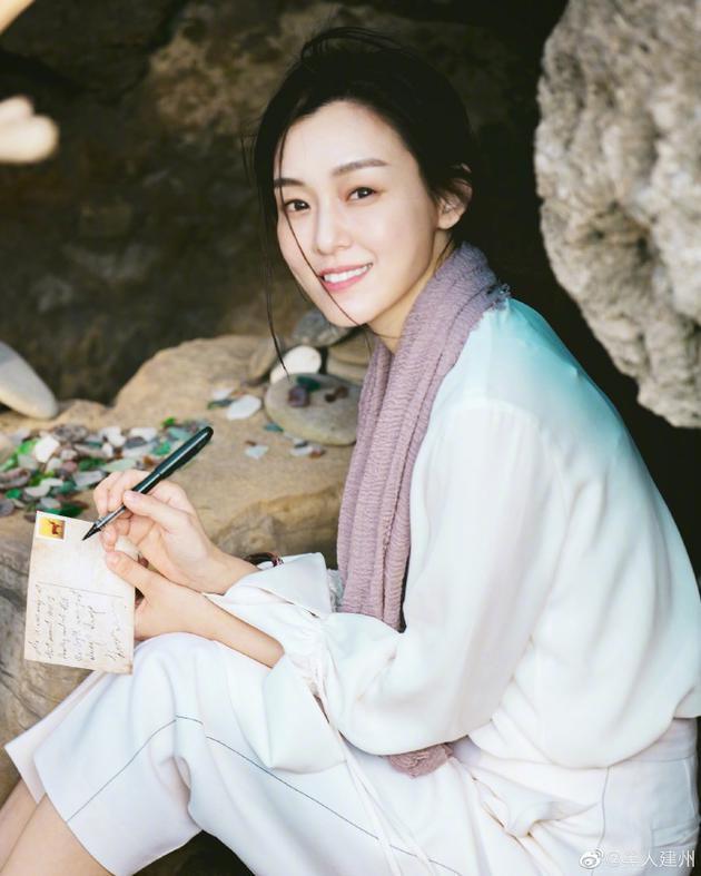 陈建州为老婆庆生 范玮琪执笔写信笑容温柔优雅