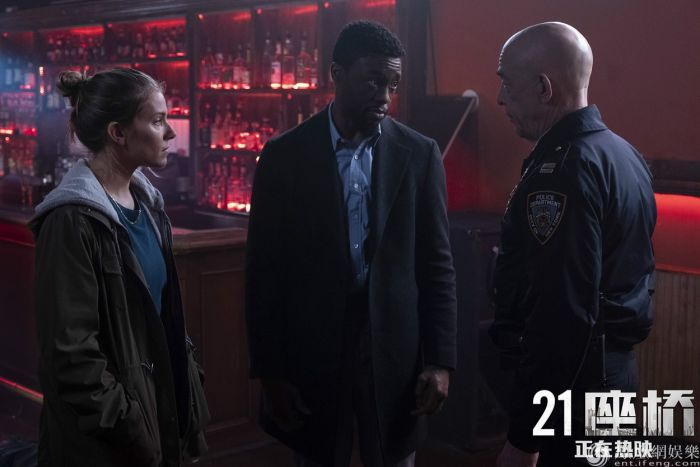 """《21座桥》曝""""曼哈顿封锁""""正片片段 上映首周口碑爆棚"""