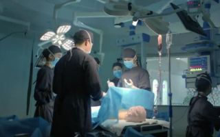 《儿科医生》申赫为小姑娘做手术,手术非常成功