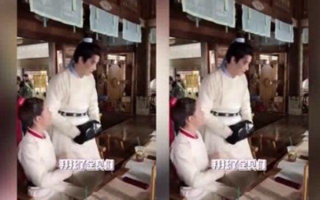 国子监来了个女弟子花絮:赵露思和任豪互动好自然,直接就挽胳膊了!!