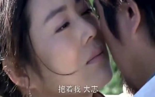 胡杨女人:大志低声歌唱,把斯琴感动的,默默的在怀里流眼泪