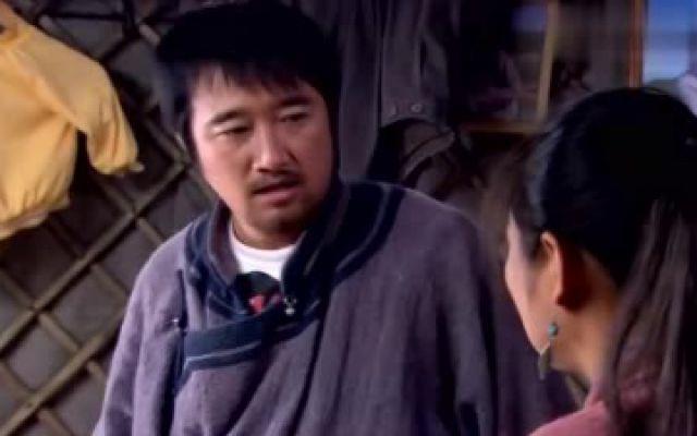 胡杨女人:李大志疯狂喝酒,斯琴前来阻止,没想到被一把抱住